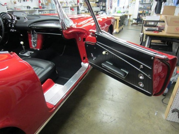 1962-corvette-convertible-17