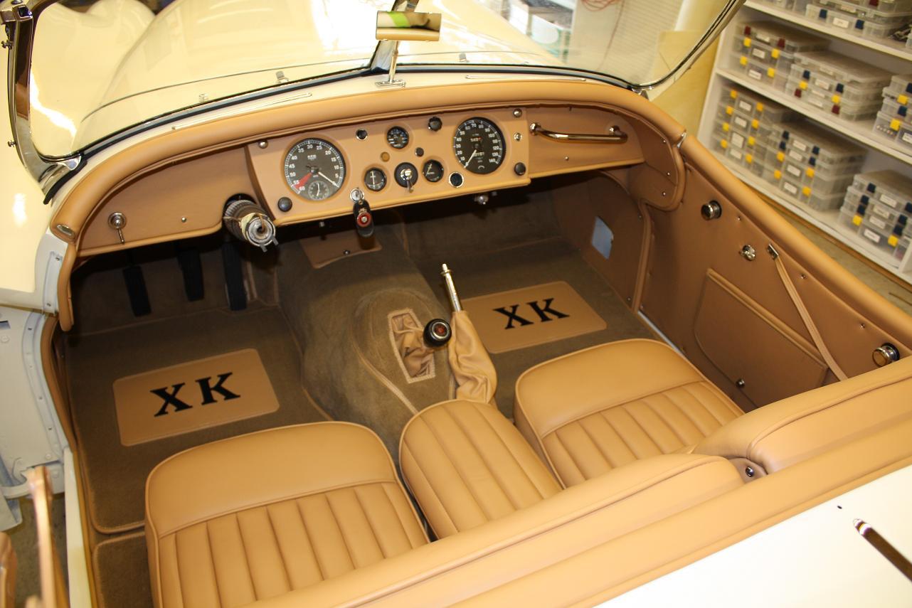 1956-Jaguar-XK140-j2
